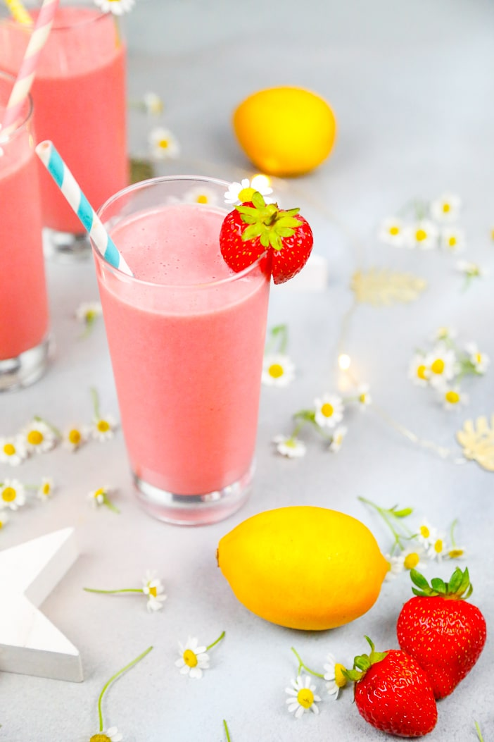 Strawberry lemonade, post workout, smoothie, strawberry lemonade smoothie, healthy, vibrant, refreshing