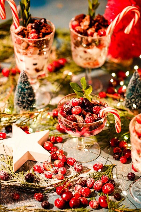Chocolate, Peppermint Bark, Yogurt, Parfaits, Peppermint Bark Yogurt Parfaits, Christmas, Holiday, Holiday dessert, healthy dessert