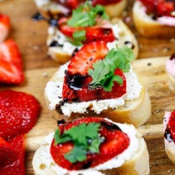 strawberry cream cheese crostini